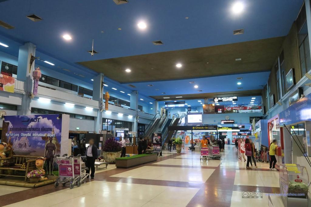清莱机场,第二道安检之前的一排商铺